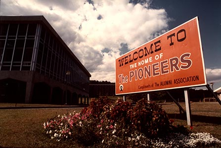 WPUPhotos_homecomingWelcomeSign.jpg.jpg